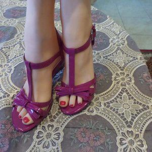New Prediction Magenta T Strap Wedge Sandals 5M